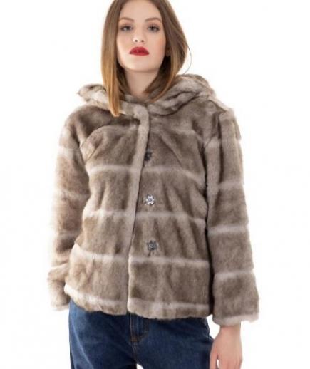 immagine 3 di Giacca da donna in eco pelliccia con manica 3/4 e cappuccio della Gaudì Fashion