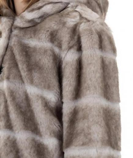 immagine 2 di Giacca da donna in eco pelliccia con manica 3/4 e cappuccio della Gaudì Fashion