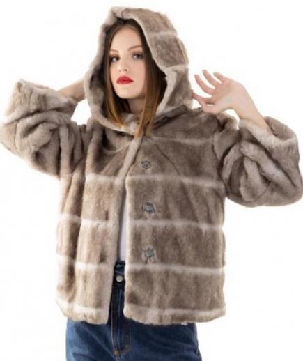 immagine 0 di Giacca da donna in eco pelliccia con manica 3/4 e cappuccio della Gaudì Fashion